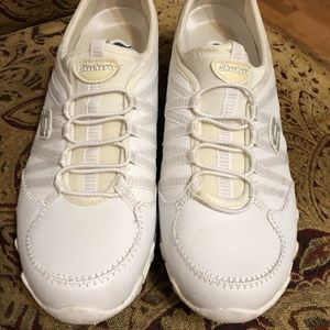 Sketchers White Leather Sneakers